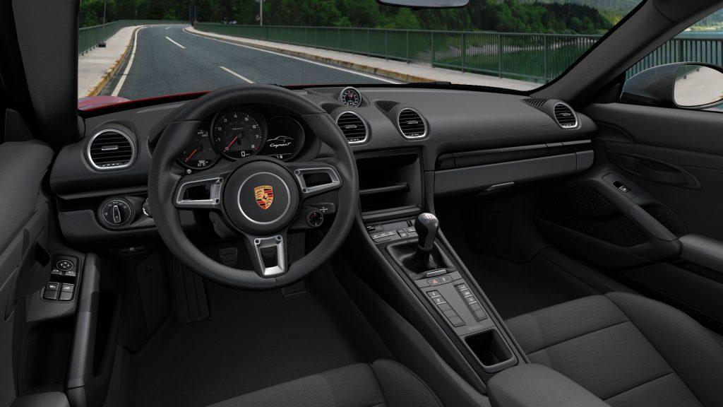 Interni della Porsche 718 Cayman T