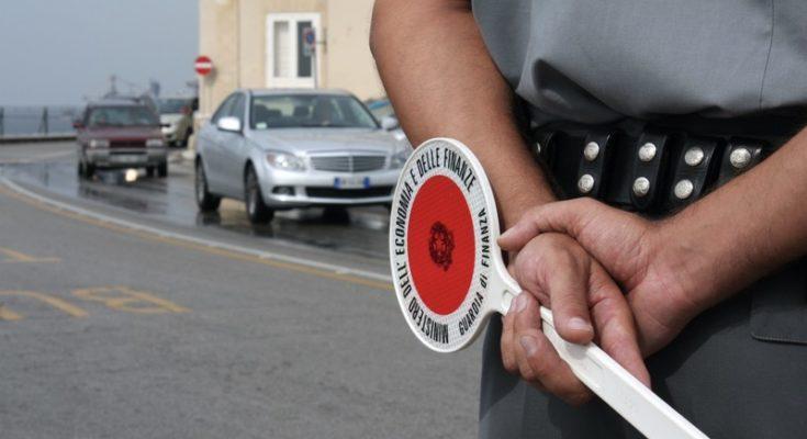 Guida senza patente: è reato? I rischi e le sanzioni previste